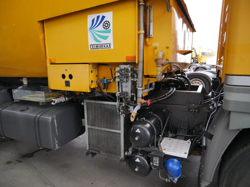 photo of Used Truck Renault Runway Cleaner 4X2 1994