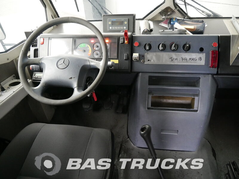 Foto van Gebruikt Bakwagen Mercedes 815D Vario 4X2 2006