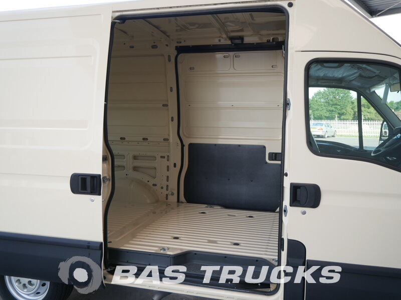 photo of New Light commercial vehicle IVECO Daily