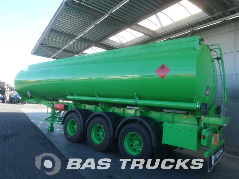 photo of New Semi-trailer Joluso NEW UNUSED! 35.000 Ltr / 2 / SXCI 3DPB 105 00 3 Axels