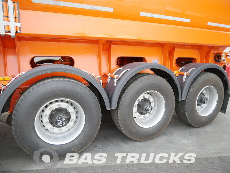 photo of New Semi-trailer OKT Trailer 28.000 Ltr / 4 / Liftachse ADR OKTH 3 Axels