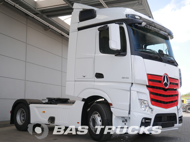 photo of New Tractorhead Mercedes Actros 1845 LS Unfall Fahrbahr 4X2