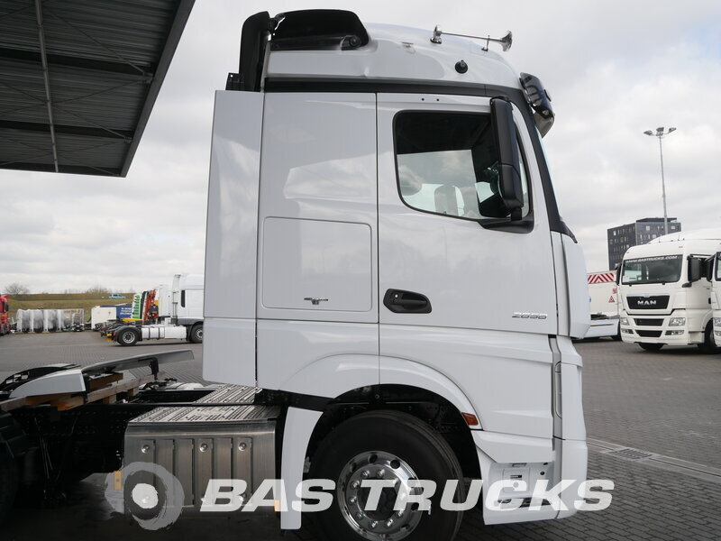 photo of New Tractorhead Mercedes Actros 2658 LS Unfall Fahrbahr RHD 6X4
