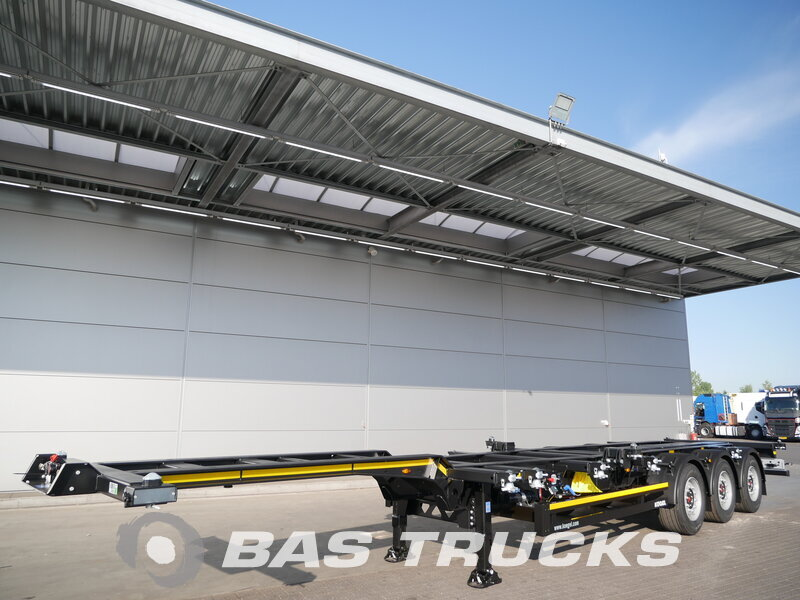 photo de Nouveau Semi-remorques KOGEL Ausziehbar Extending-Multifunctional-Chassis Anfahrhilfe S24-2 Essieux
