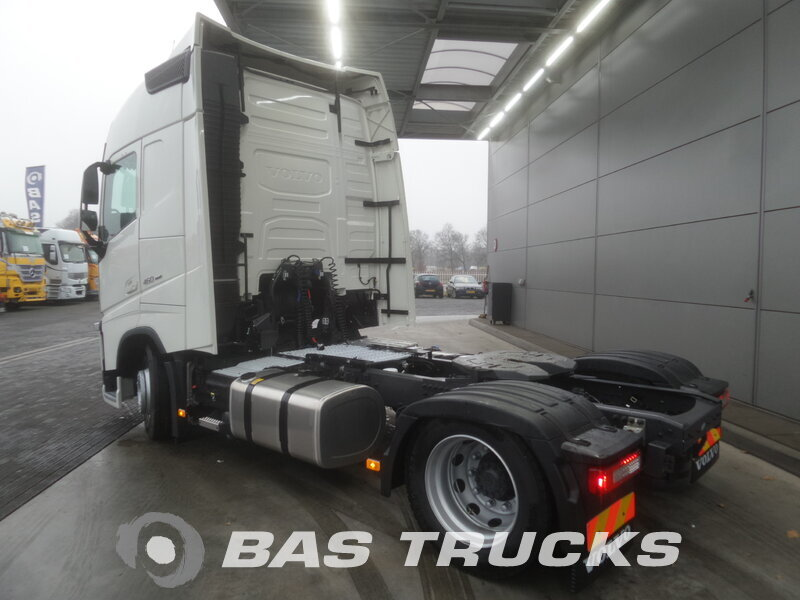 photo de Nouveau Tracteur Volvo FH 460 4X2