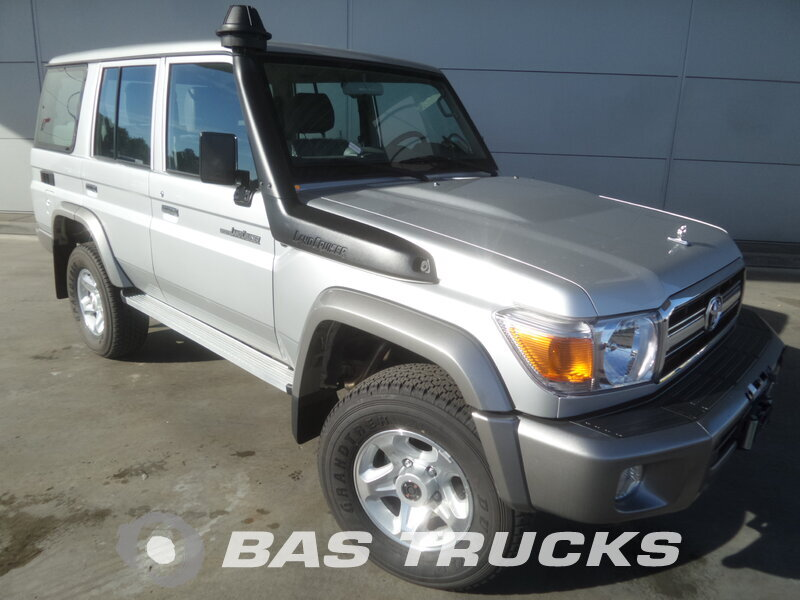 photo de Nouveau Voiture Toyota Landcruiser HZJ76 L 4.2 LX 4x4 NEW 9 Seats, Winch