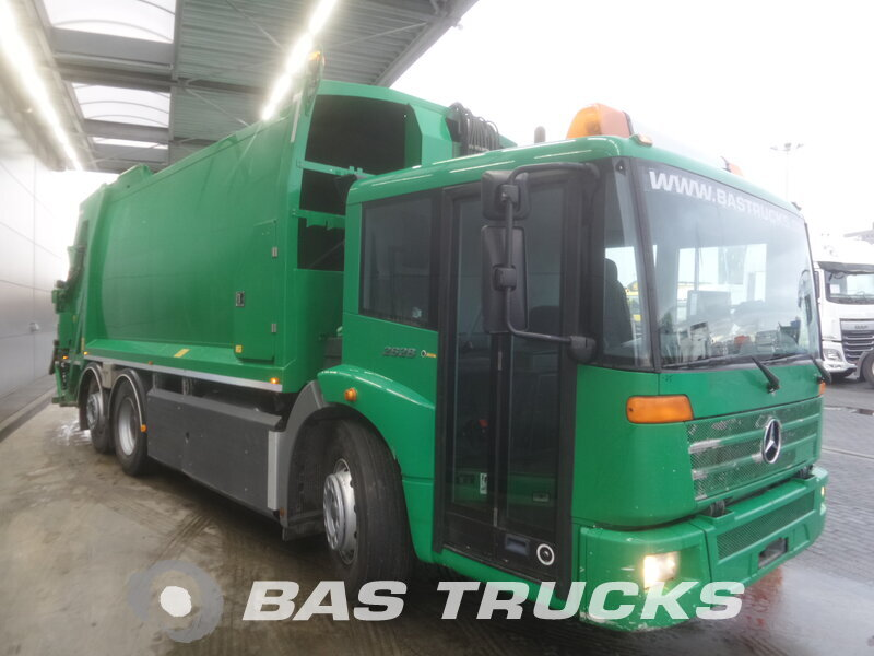 photo de Occasion Camion Mercedes Econic 2628 GL 6X2 2005