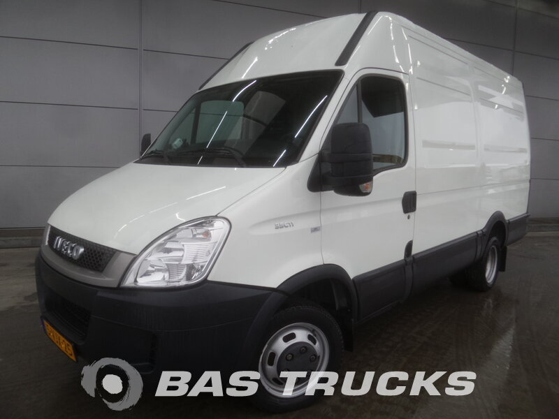 photo of Used Light commercial vehicle IVECO Daily 2010