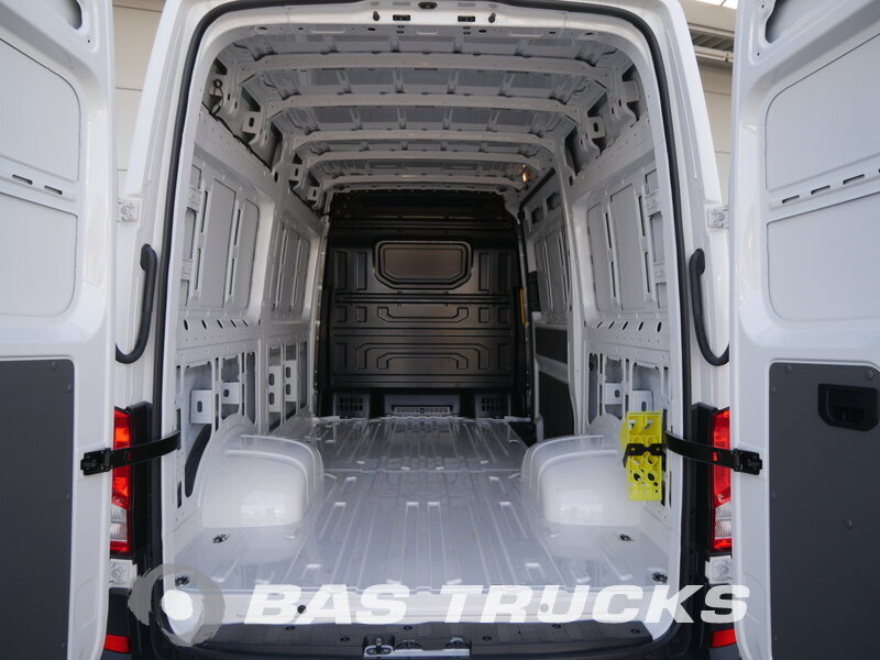 photo of Used Light commercial vehicle Volkswagen Crafter 50 2017