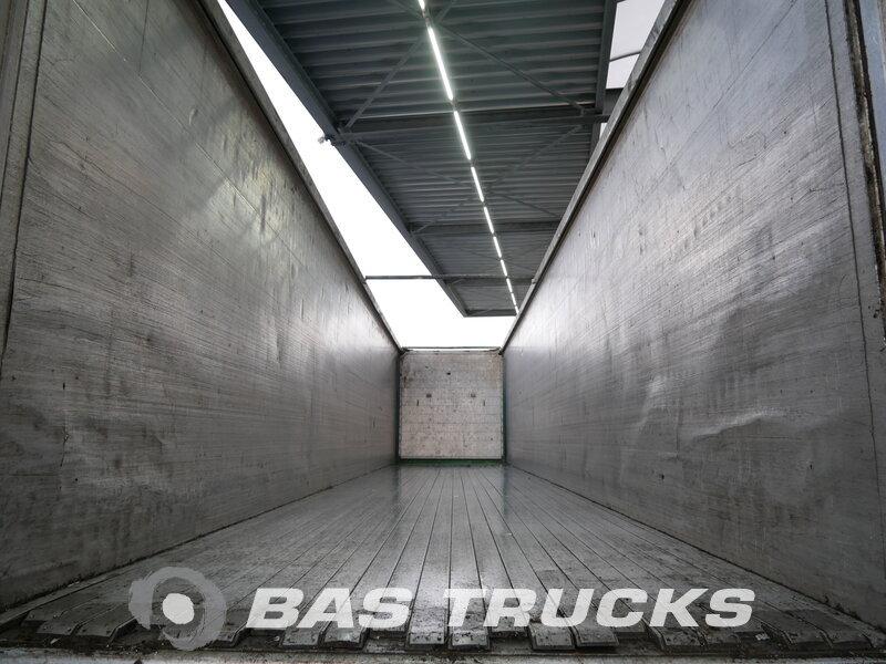 photo of Used Semi-trailer Knapen Liftachse Cargofloor K100 Axels 2012