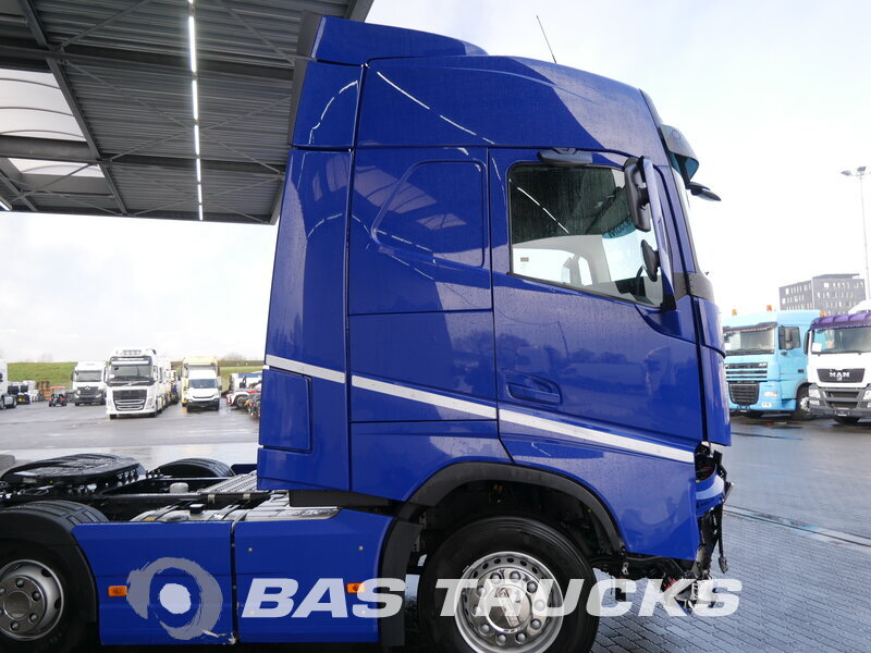 photo of Used Tractorhead Volvo FH 460 Unfall Fahrbahr 6X2 2017
