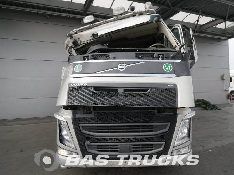 photo of Used Tractorhead Volvo FH 500 Unfall Fahrbereit 6X2 2016